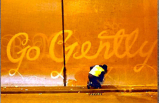 Reverse graffiti et clean tag, le street-art biodégradable !